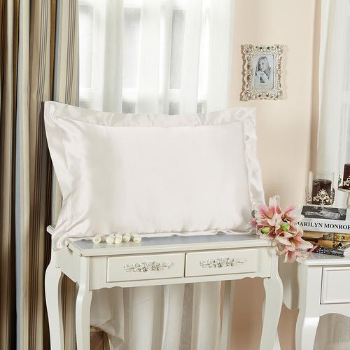 アイボリー色のシルク枕カバー