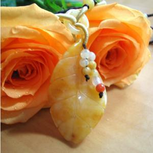 才能や魅力を引き出す絶大な黄玉秋の葉のネックレス