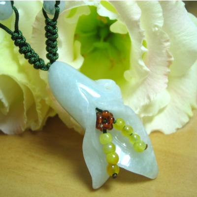 【送料無料】可愛い翡翠の花のネックレス