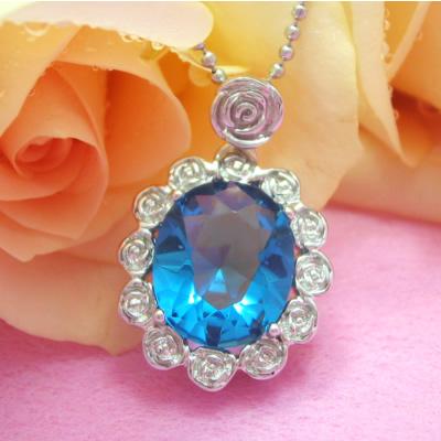 夢や希望を運ぶ、勇気や生命力を授ける薔薇で囲むブルー楕円をのシルバーネックレス