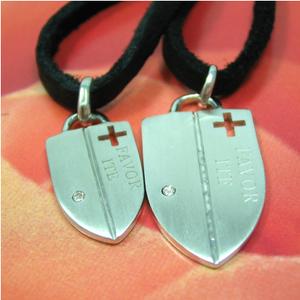【送料無料】「愛、祈り、誓い・・」クロスのペアペンダント