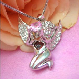お願いをかける、幸せな恋を出会えるピンクハートを持つ天使のシルバーネックレス