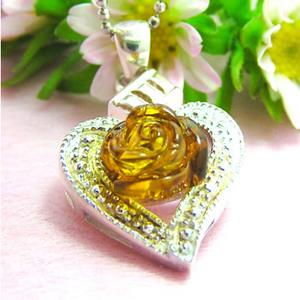 【送料無料】優しい表情へ導く、出会いに効く、恋に効く琥珀のハートと薔薇のネックレス