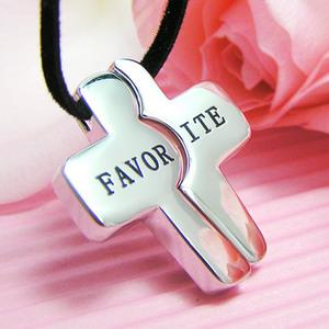 【送料無料】「FAVORITE」のクロスのペアペンダント