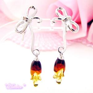 【送料無料】リボンと薔薇の蕾の琥珀(アンバー)のピアス