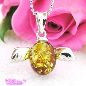 幸運を呼ぶ、愛を叶える天使の琥珀のネックレス