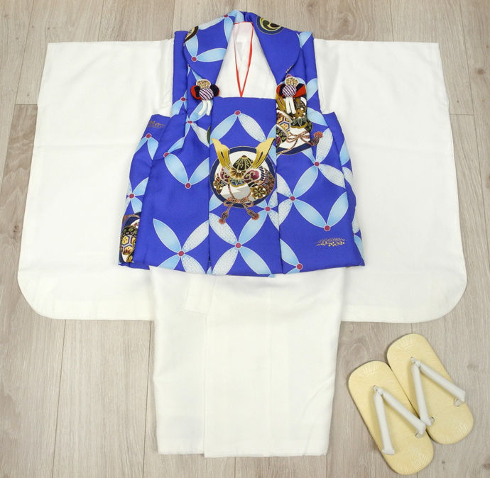 七五三 新作 高級3歳男の子着物(被布コート)セット◆青色系/白色系 兜◆d8326※レンタルも可