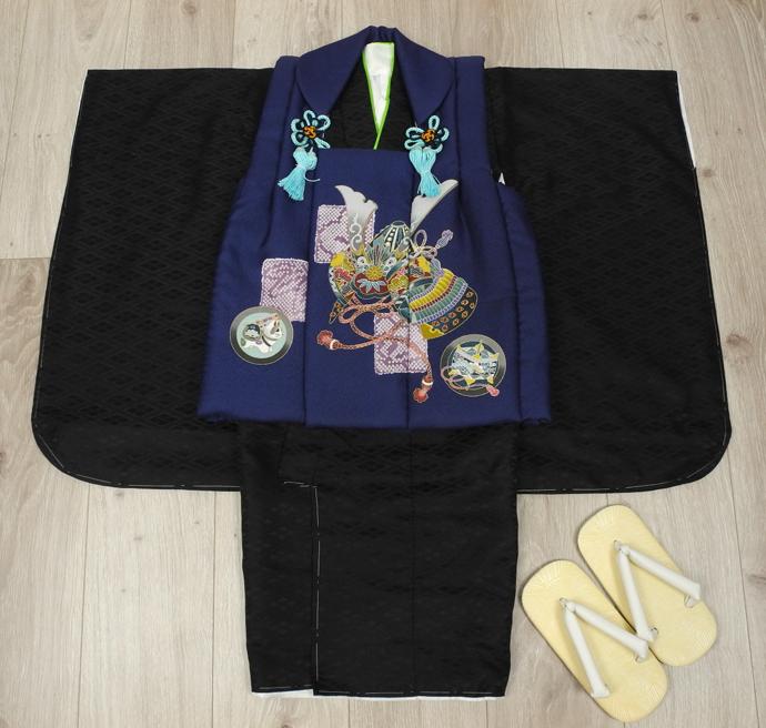 七五三 新作 高級3歳男の子着物(被布コート)セット◆濃紺色系/黒色系 兜◆d8327※レンタルも可