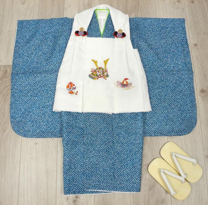 七五三 新作 高級3歳男の子着物(被布コート)セット◆刺繍入り 白色系/濃青紺色系 鹿の子柄◆d8331※レンタルも可