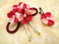七五三 女の子用 手づくり髪飾り◆ちりめん 赤系ピンク花に祝い紐◆3127