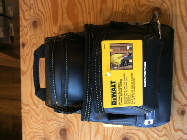 DEWALT 10-POCKET CARPENTER'S LEATHER NAIL AND TOOL BAGー