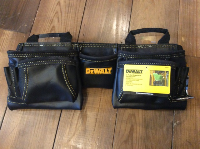 DEWALT 12-POCKET CARPENTER'S LEATHER APRON