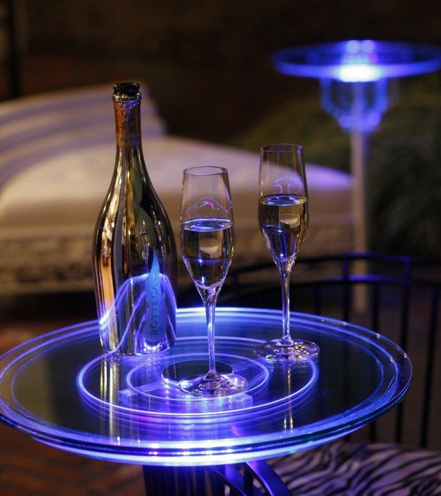 オプション LED照明付きテーブル