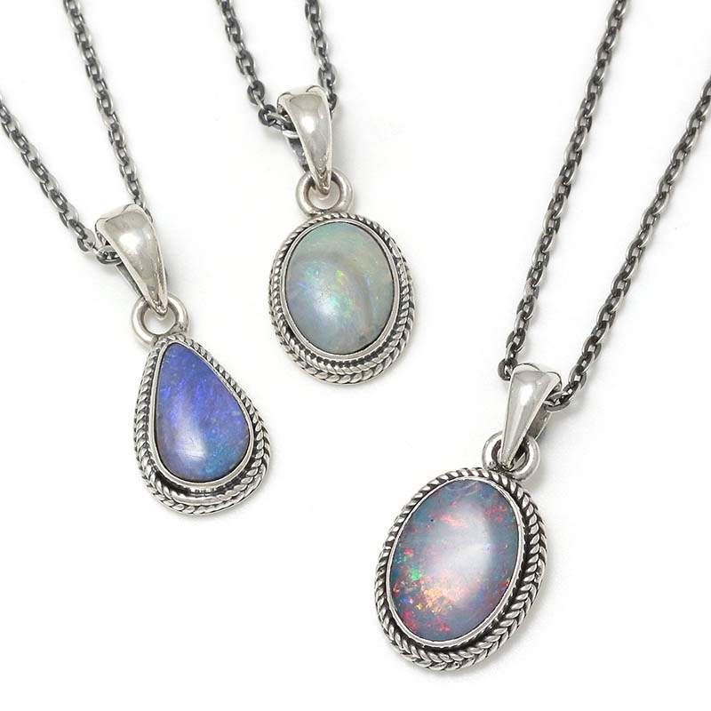 メンズアクセサリー Small Opal Stone Necklace
