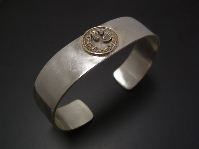 Cut Out Coin Bangle - Silver×Brass - Swallow