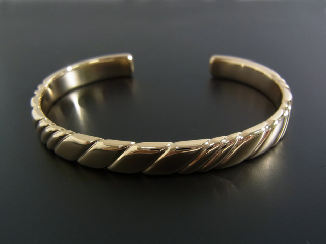 Twist Bangle - K10Yellow Gold