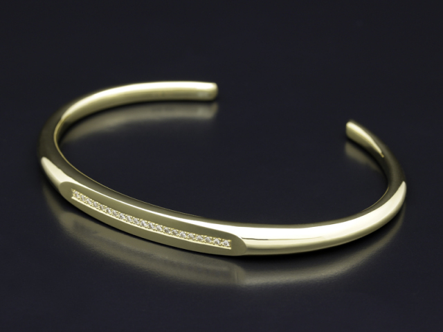 K18 Yellow Gold Streamline ID Bangle w/Diamond