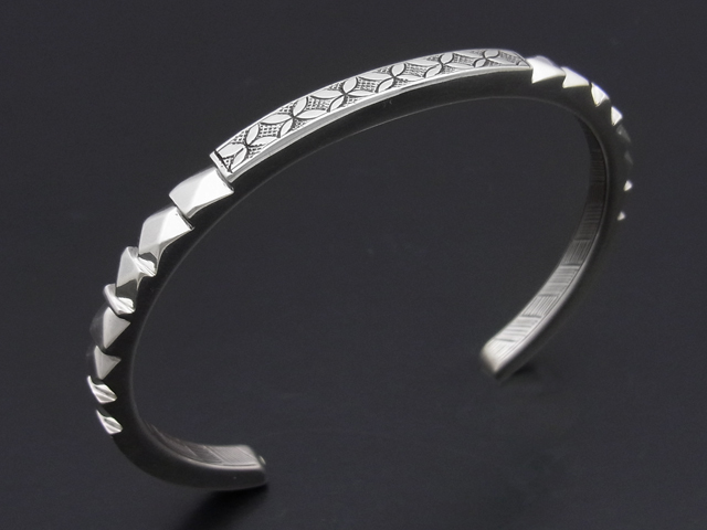 Deep Cutting Bangle
