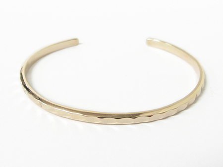 Brilliance Bangle - K10Yellow Gold