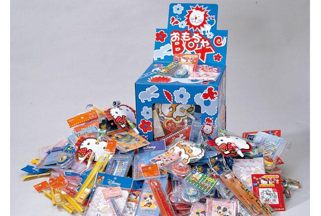 粗品・景品・ノベルティ・記念品の粗品屋本舗 キャラクターおもちゃプレゼント100人用 イベント景品セット