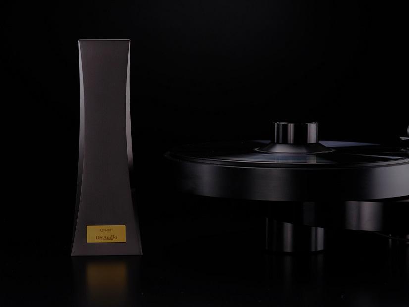 DS Audio ION-001 Vinyl Ionizer +,-イオンを放出しレコード盤面の静電気を中和、除電する