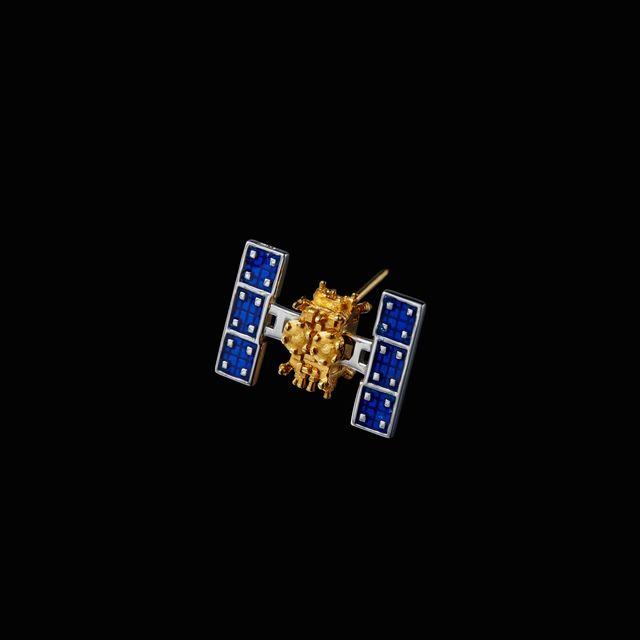 【衛星グッズ】人工衛星アクセサリー&アプリ(ラペルピン)