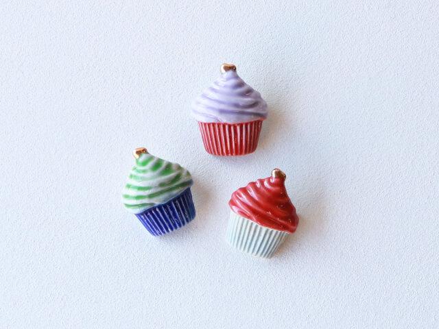 cocosara カップケーキ ブローチ 有田焼