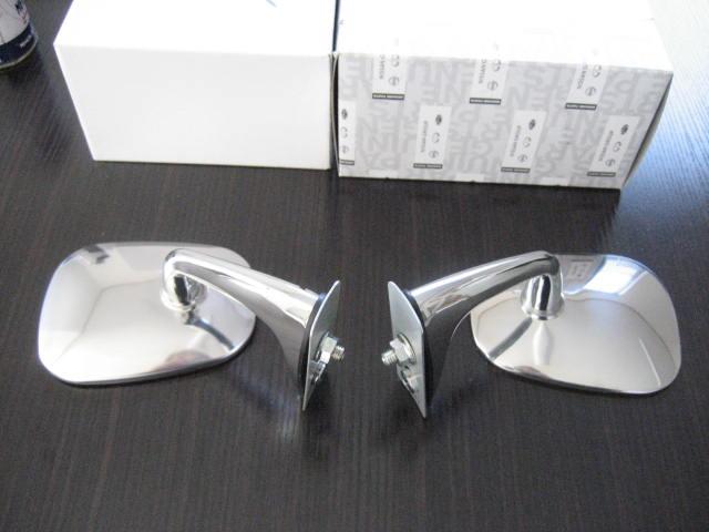 240Z、SRL311用ドアミラー左純正、右リプロのセット