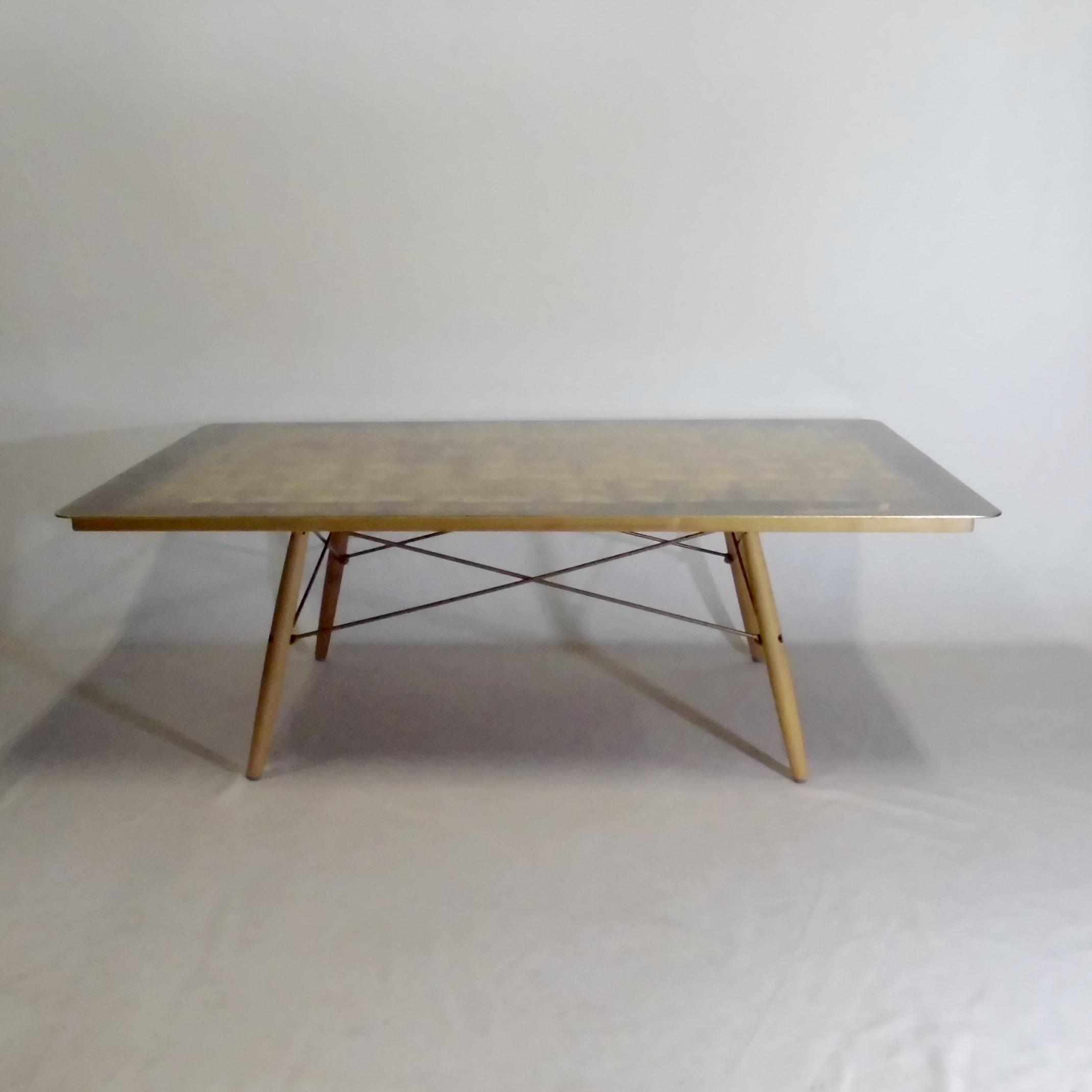 イームズアニバーサリーテーブル