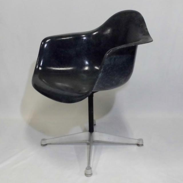 Eames Arm Shell Chair