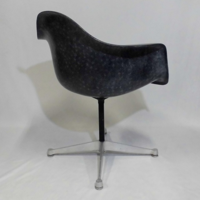 Eames Arm Shell Chair