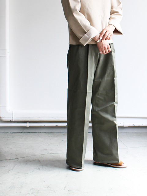 AURALEE(オーラリー) WASHED FINX CHINO WIDE TUCK PANTS