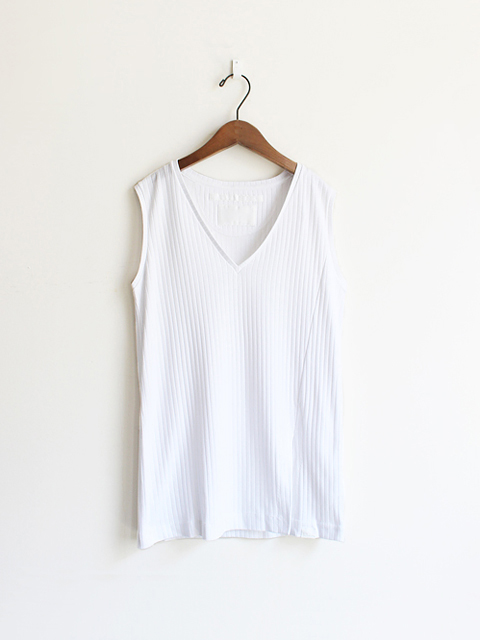 White Mountaineering (ホワイトマウンテニアリング) SPLIT-SIDE V NECK NO SLEEVE TOP