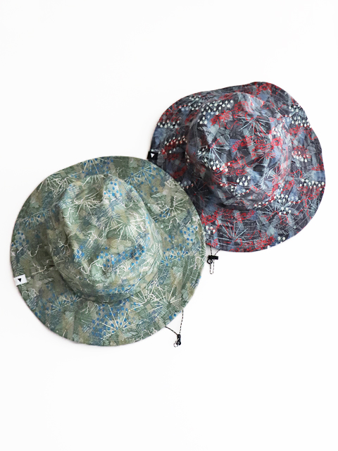 and wander(アンドワンダー) printed reversible hat
