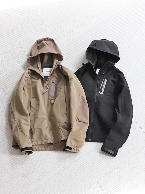 and wander(アンドワンダー) stretch shell jacket