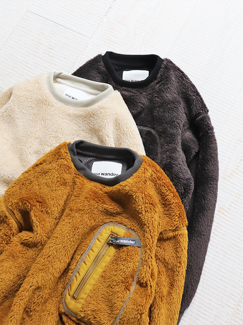 and wander(アンドワンダー) high loft fleece pullover