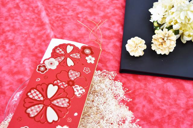 席次表和花(赤)