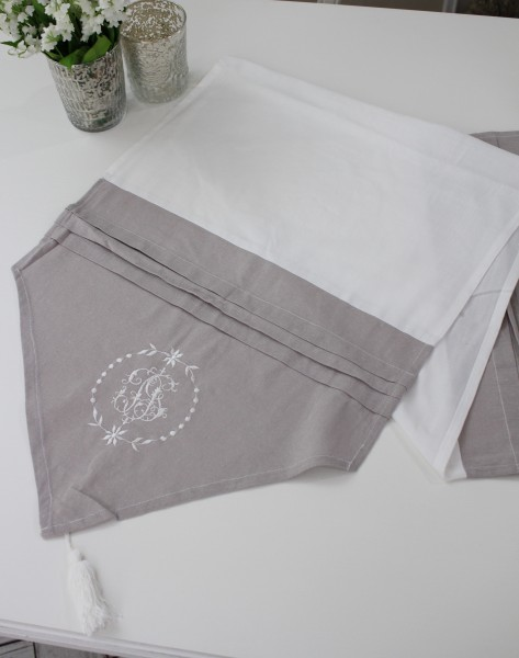 フランスから届くフレンチリネン(ホワイト×ライトグレー) 【Blanc de Paris】 テーブルセンター モノグラム刺繍 シャビー