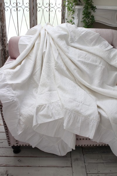 ジャガードフリルのマルチカバー(ホワイト)テーブルクロス ベッドスプレット  【Blanc Mariclo ブランマリクロ】イタリア直輸