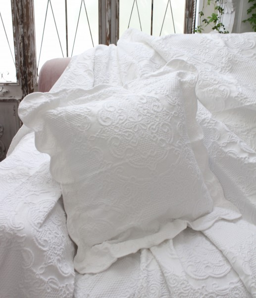 エンボス仕上げのクッション(ホワイト・45cm角)中綿付き  【Blanc Mariclo ブランマリクロ】イタリア直輸入 シャビーシック