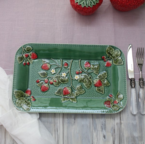 アンティークな輸入食器 レクトプレート 長方形 皿(ストロベリー・イチゴモチーフ) ボルダロ・ピニェイロ ポルトガル製 おしゃ