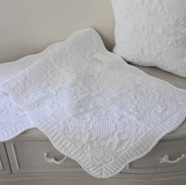 ホワイトキルト マット 50×120 アラベスク柄 キルティングスロー キルティング マルチカバー キルティングラグ 敷物 布製 フレン