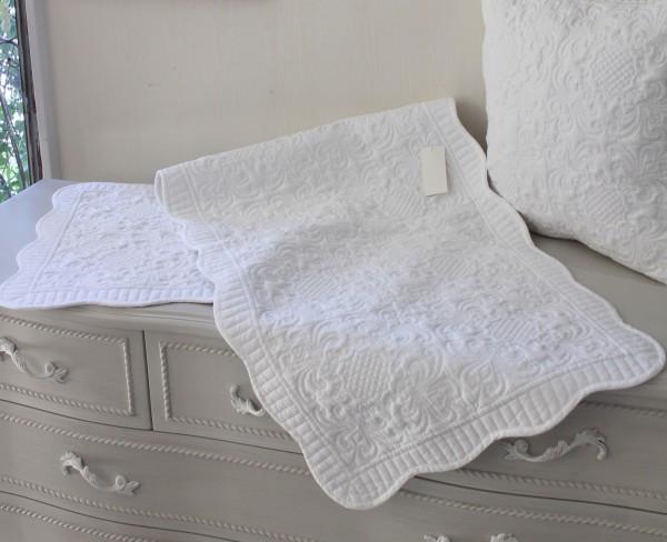 ホワイトキルト マット 50×150 アラベスク柄 キルティングスロー キルティング マルチカバー キルティングラグ 敷物 布製 フレン