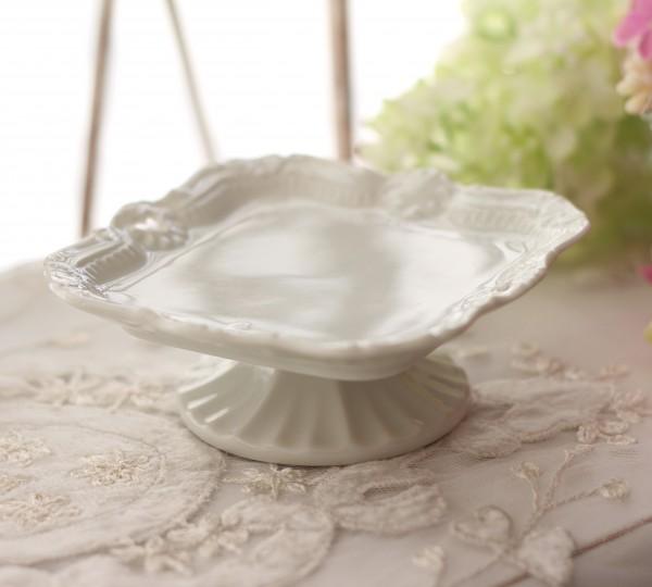 プチフルールプレート♪♪ 台座の付いた可愛いスウィーツトレー 三つ葉透かし模様 ケーキスタンド アクセサリートレー 陶器製 白