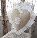 フランスから届くフレンチリネン ハート型 背当てクッション(ベージュ) 中綿(パンヤ付き) Blanc de Paris モノグラム刺繍 シ