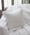 エンボス仕上げのクッション(ホワイト・45cm角)中綿付き  イタリア直輸入 シャビーシック アンティーク風 アンティーク 雑