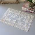 ジョリルバンシリーズ(センター28×42cm角)テーブルセンター ドイリー 布製 クリーム 敷物 アンティーク アンティーク風 ヨー