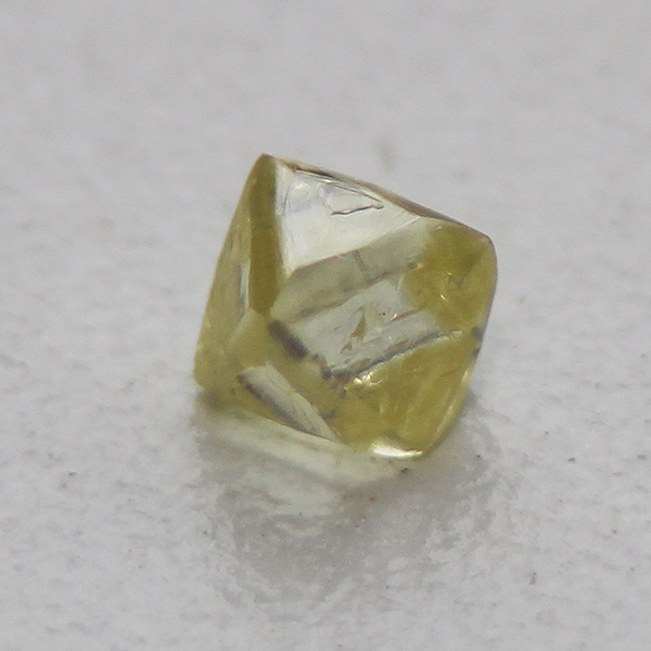 ダイヤモンド原石8面体0.594ct.