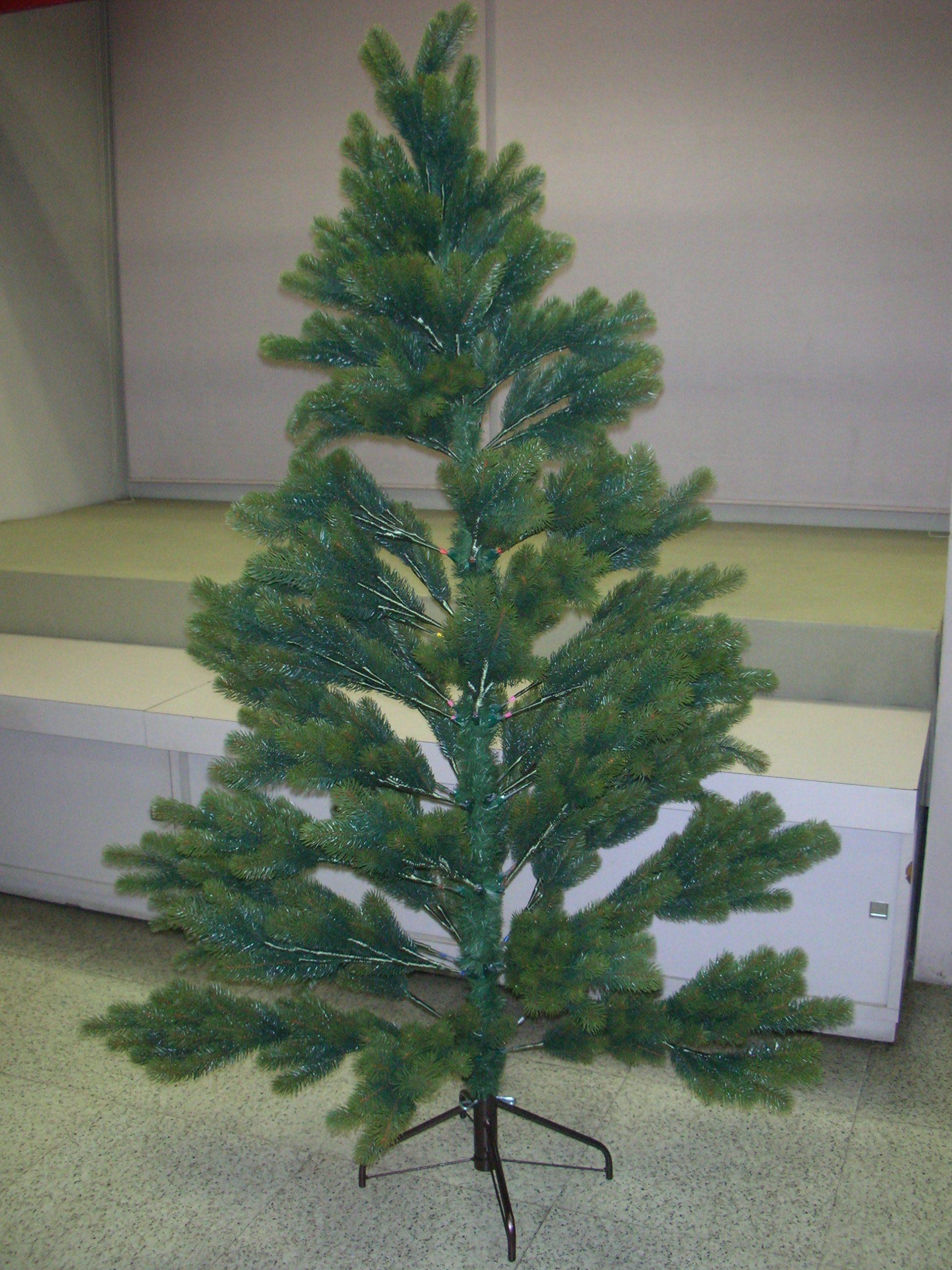 RSグローバルトレード社・クリスマスツリー195cm(2017年版) 〜プラスティフロア社後継のタイ製ツリーです。〜