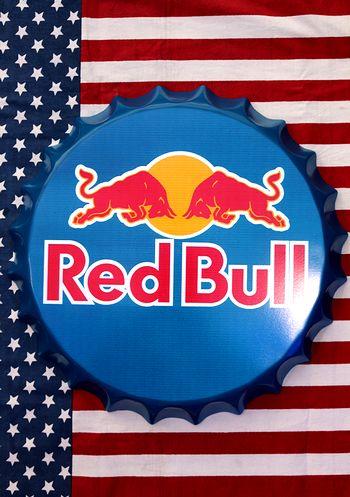 レッドブル看板 レッドブル栓看板 王冠看板 ボトルキャップ看板 アメリカ雑貨通販 サンブリッヂ 通販商品